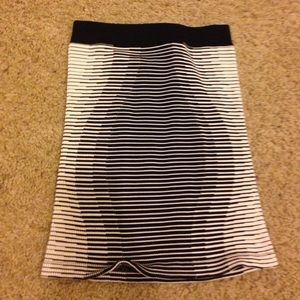 New Small women's bcbg skirt xs/small black white